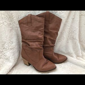 Brown / tan leather slouchy boots with heel